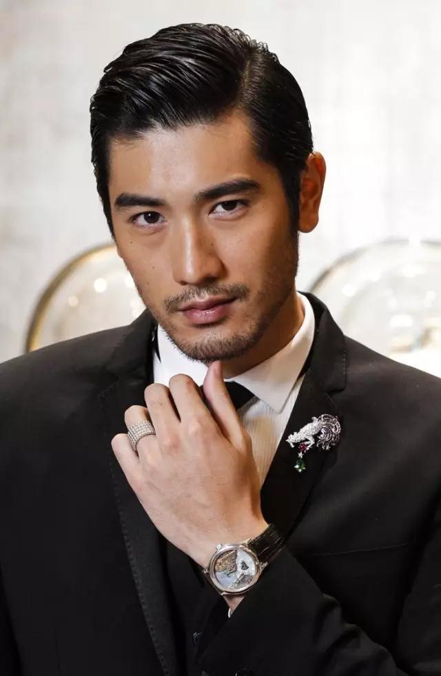 """被誉""""台湾时尚F4"""",连续4年入选全球最帅面孔!"""