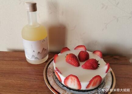 下午茶品 自制酸奶慕斯蛋糕和浓香柚子酒