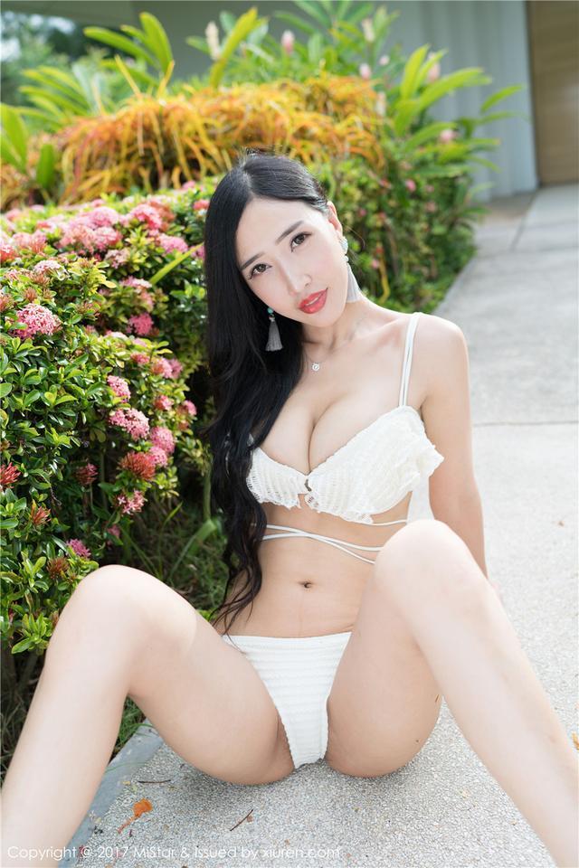 [魅妍社] 夏季美女余心曼低胸露乳沟图片 VOL.180