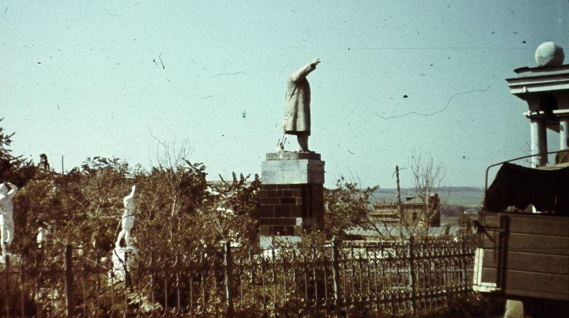 从思想上侵略,二战中遭到侵略者破坏的苏联纪念碑
