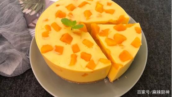 百香果蜜配芒果酸奶慕斯蛋糕,做法简单,超美味!
