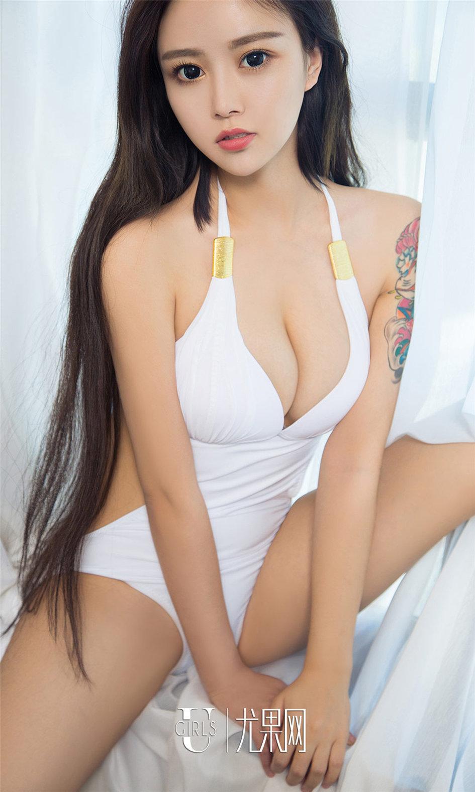 [ugirls尤果网] 极品美乳纹身美女李焮苒最新高清图片