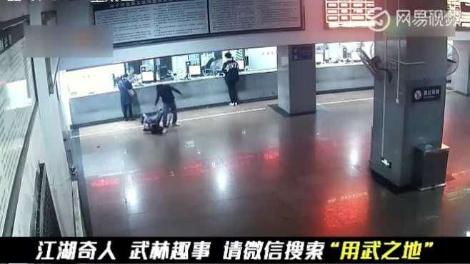 男子在北海火车站遭醉汉打脸挑衅 忍无可忍KO对方致重伤