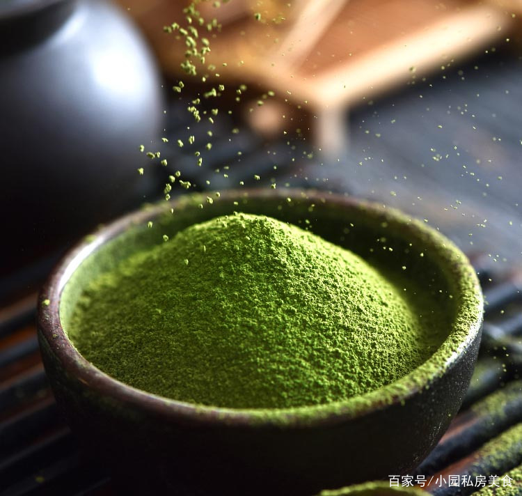 绿茶做成抹茶粉,就可以做各式甜品,下面分享4道做法