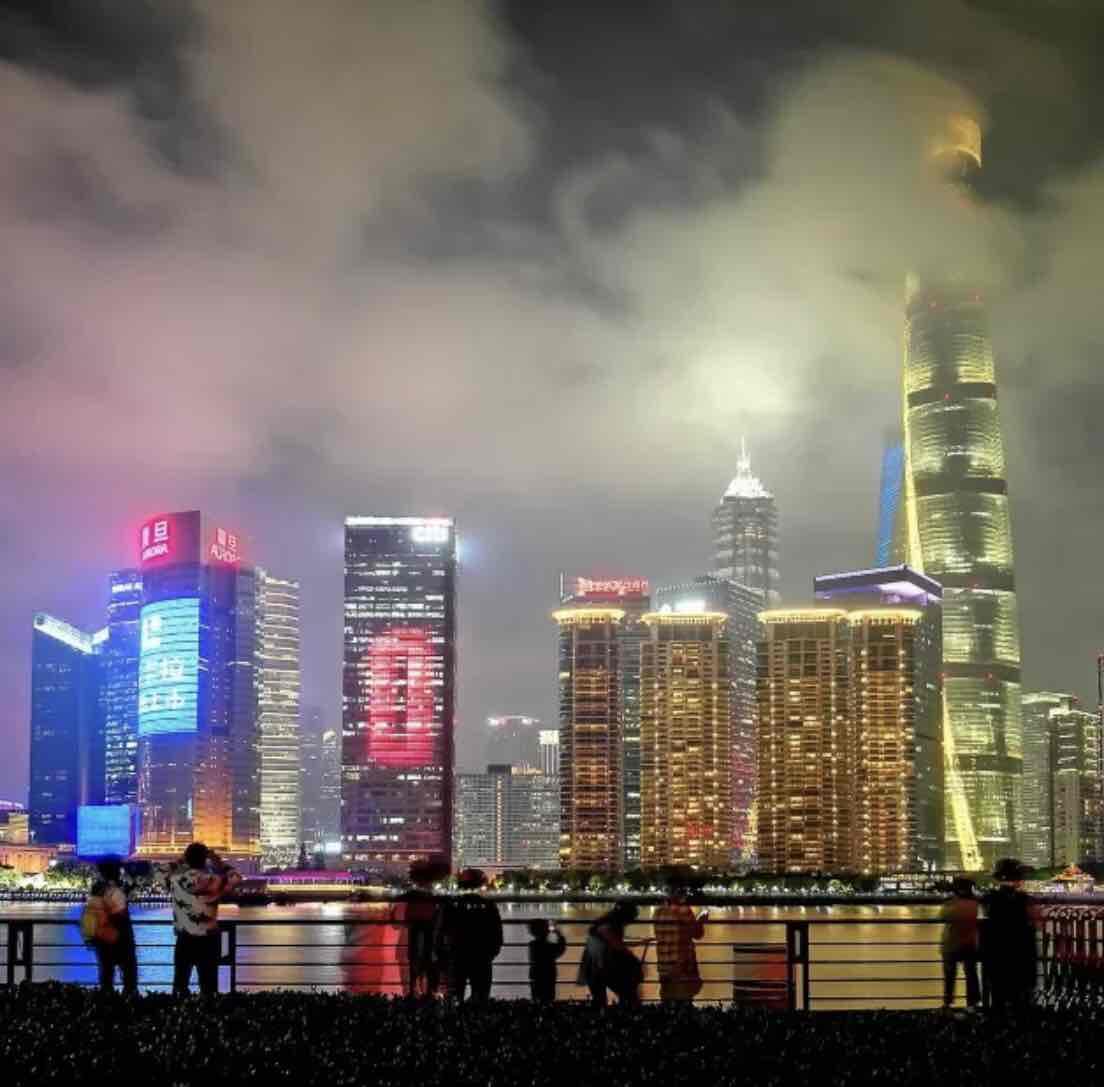 黄浦江夜游轮渡和游船哪个更好?