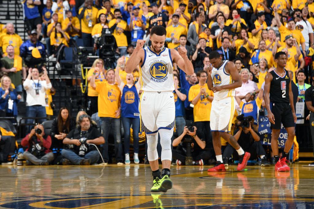NBA:勇士大胜快船,库里砍38分创纪录,伊戈达拉暴扣格林狮吼庆祝