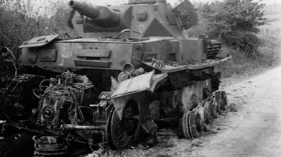 失足的德军军马,二战中各种被摧毁的德军四号坦克