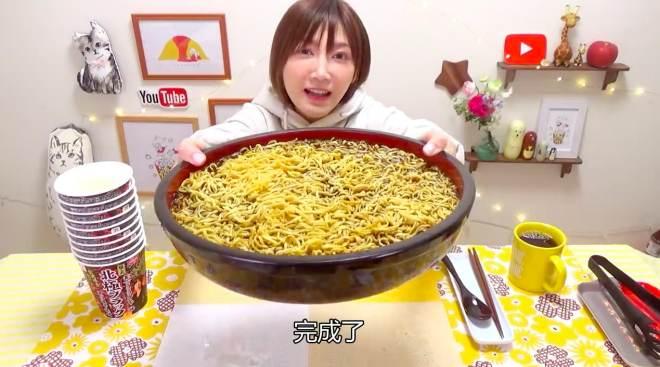 大家好!我是木下佑香!大分量的超辣蒙古汤面,你们喜欢吃吗?