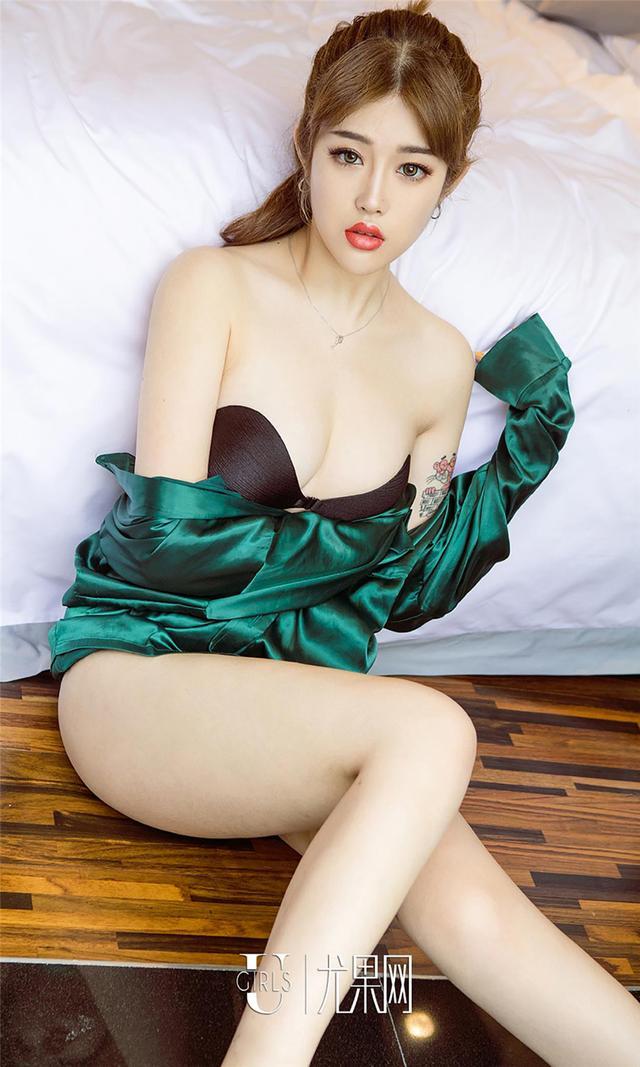 [尤果网] 美丽露肩美女coco可可黑丝妖艳写真 第757期