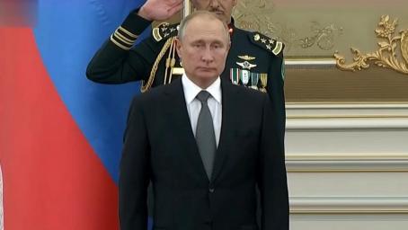 刚刚!沙特军乐团演奏俄罗斯国歌极度难听 普京当场做出这个表情
