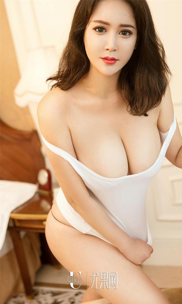[尤果网] 丰满大奶女友王漫漫豪华酒店写真 第864期