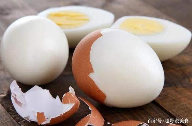 煮鸡蛋多加这两样,蛋壳不开裂,很好剥壳,鸡蛋又香又嫩