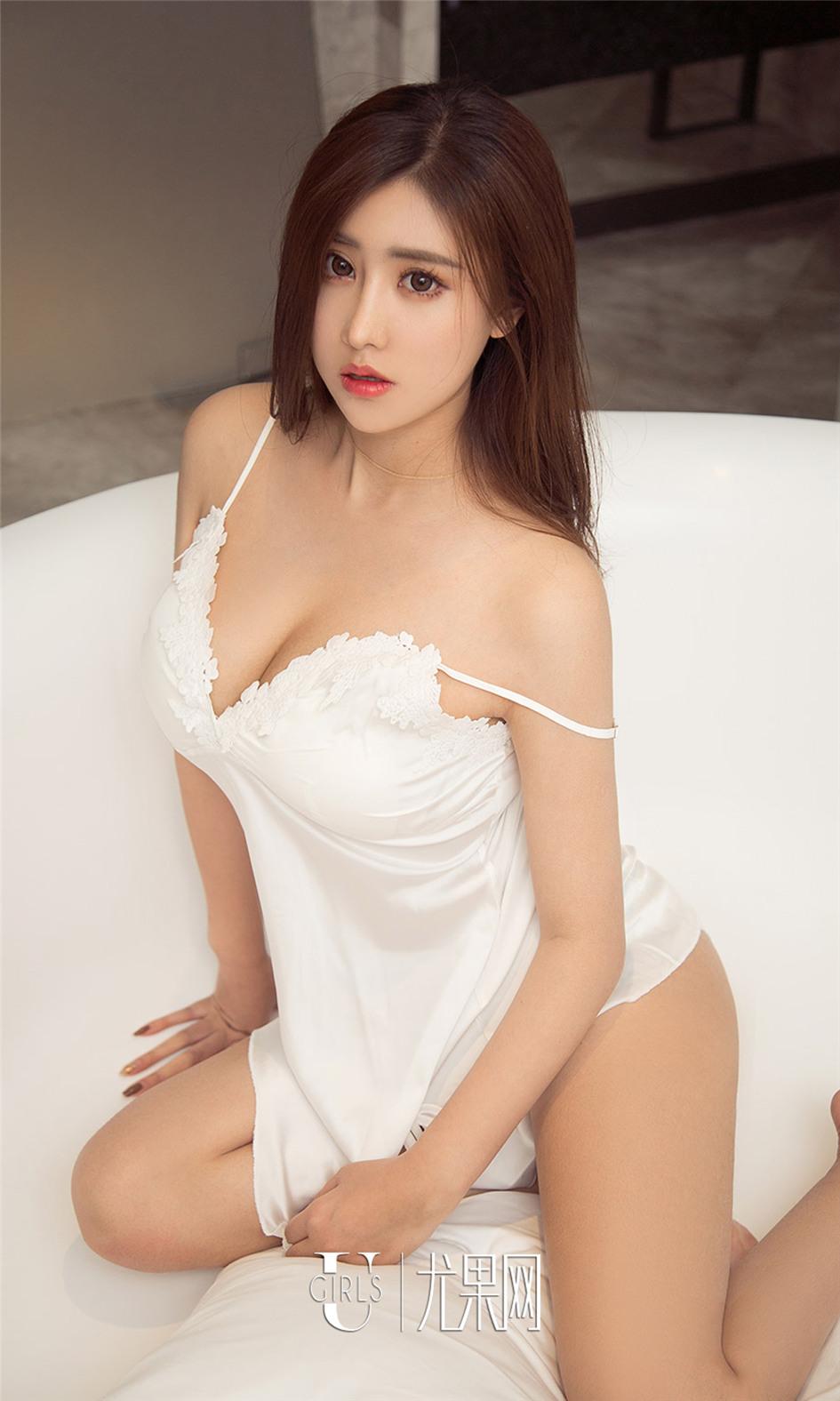 [尤果网] 90大胸美女陈美熙吊带黑丝写真 第914期