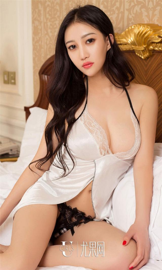 [尤果网] 超级漂亮的美女依然乳沟写真 第706期