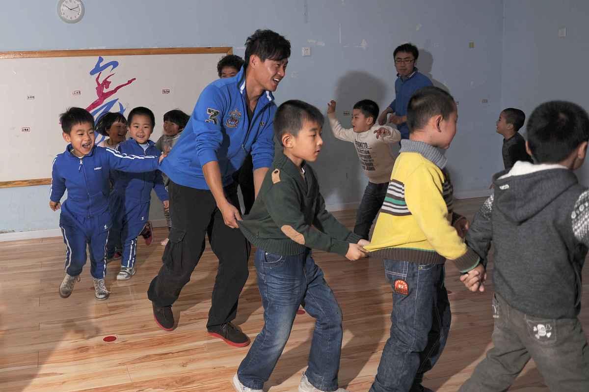 幼儿园小朋友为武汉加油 幼儿园小班学什么