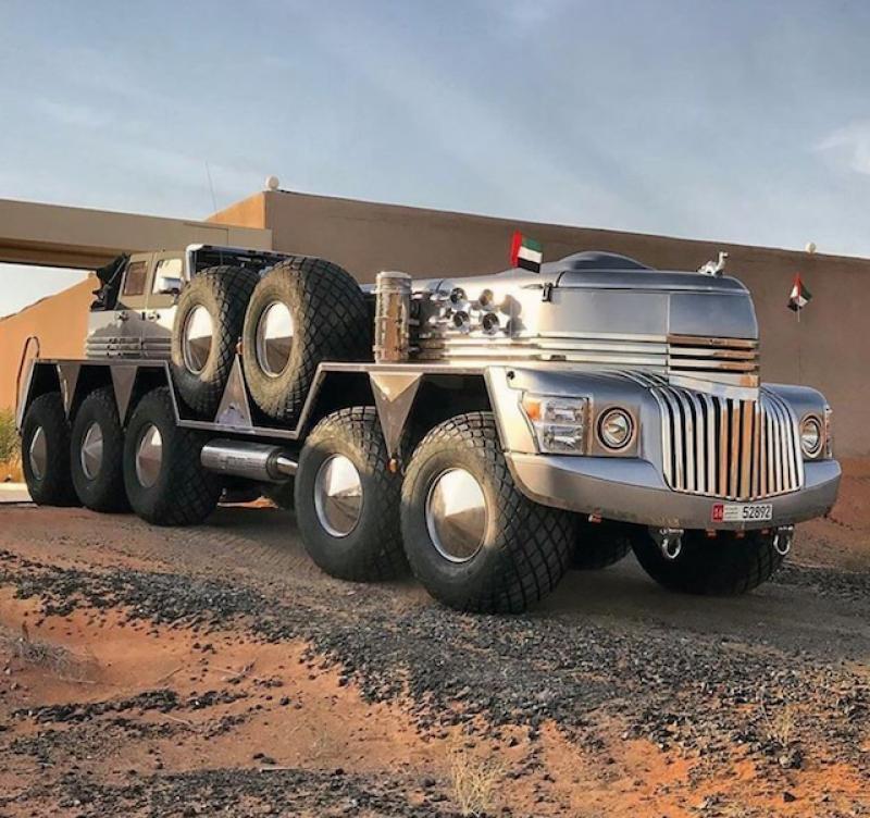 迪拜土豪真会玩,用多台车组出一辆怪物