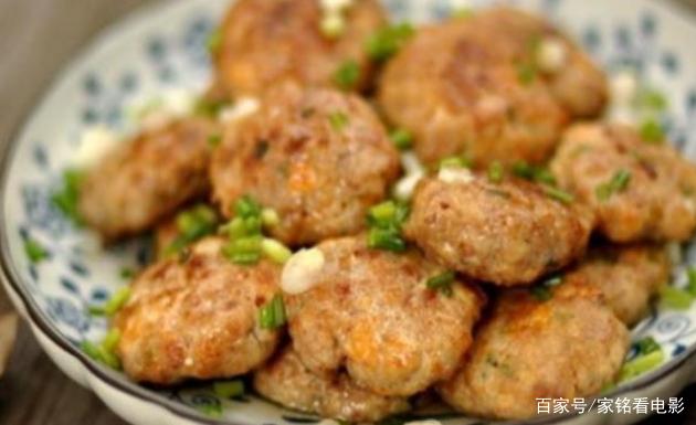 精选美食:猪肉饼、爆炒培根、虾皮秋葵、鸡蛋豆腐饼的做法