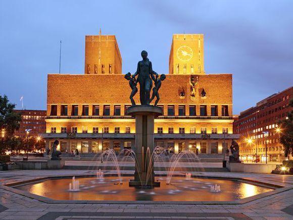 世界名地大家谈:奥斯陆市政厅