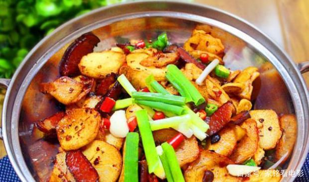 美食推荐:土豆片炒腊肉、鸡蛋炒虾、蛋皮饭卷、豆皮炒香肠的做法