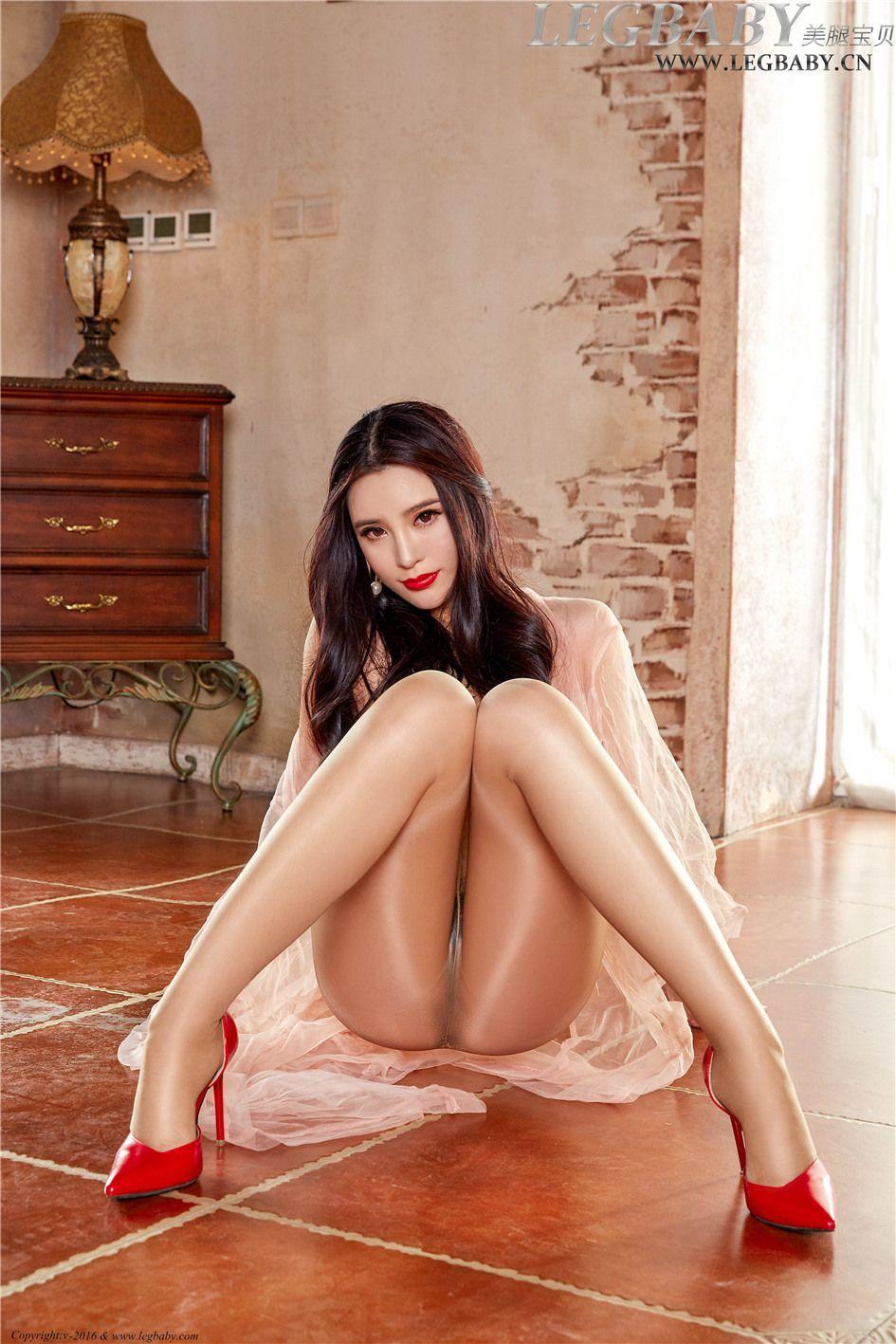 [美腿宝贝] 淡灰色丝袜美女莹莹古堡蕾丝女仆装  NO.00