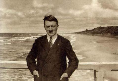 如何评价希特勒的军事才能?他是成就了德军,还是毁了它-