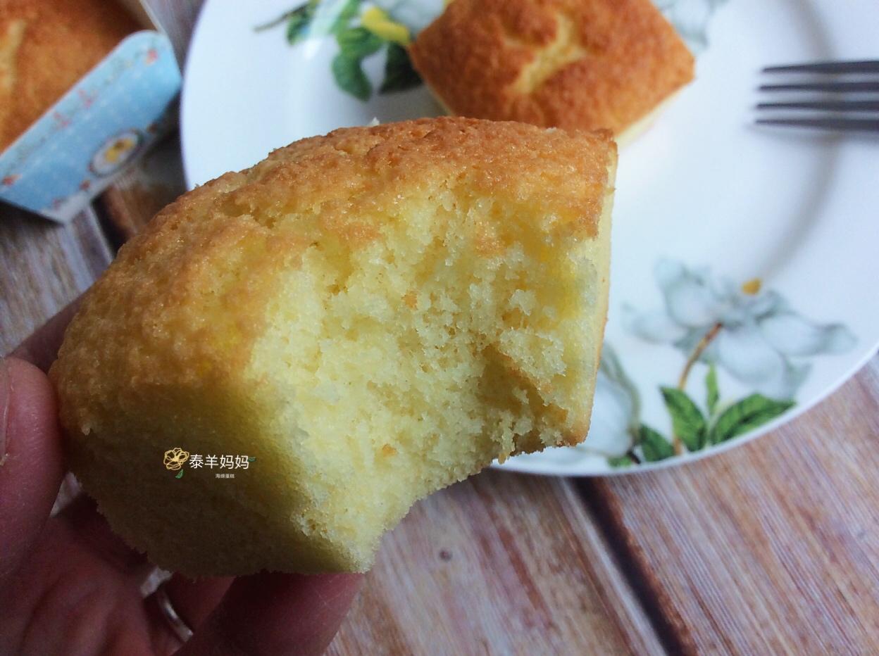 跟大家分享全蛋海绵蛋糕的做法,食材和做法都很简单,家人很爱吃