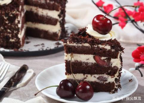 心理测试:喜欢吃哪款黑森林蛋糕?测你近期身边有什么好事发生