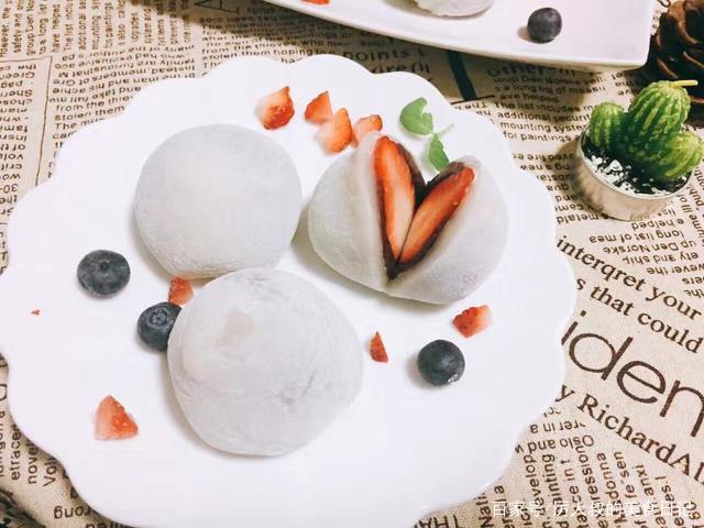 """教您零失败做网红甜点""""草莓大福"""",软糯又香甜,颜值美到爆"""