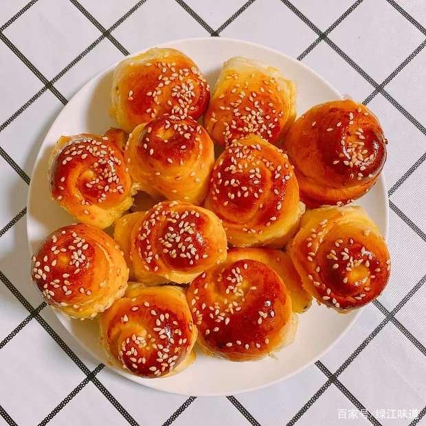 零难度的脆底蜂蜜小面包,香甜又松软,做两盘子都不够吃