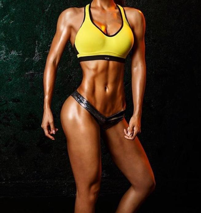 韩国健身美女,小麦色皮肤,肌肉身材刚刚好
