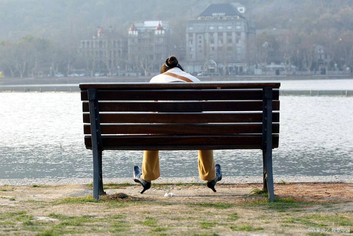 幼年的分离伤痛,造成一辈子不可言说的痛:我怎么不会爱...