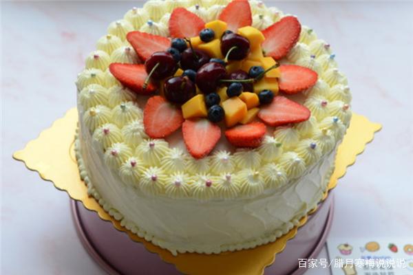 孩子过生日,自己在家中给他做上一个好看的生日蛋糕!