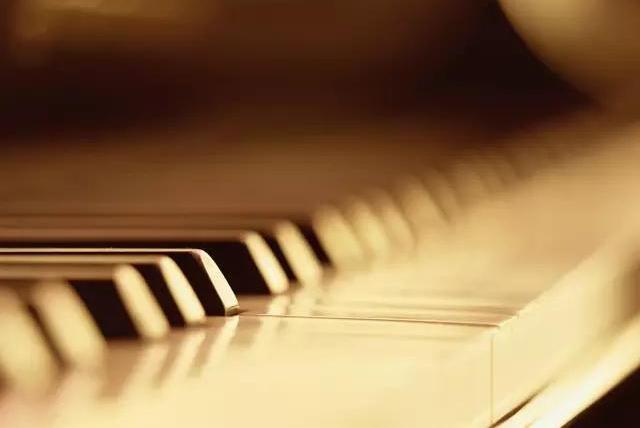 """给孩子报钢琴班,也许是对他最成功的""""投资""""!"""