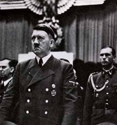 """希特勒不搞侵略,他会是""""德国救星""""吗?-"""