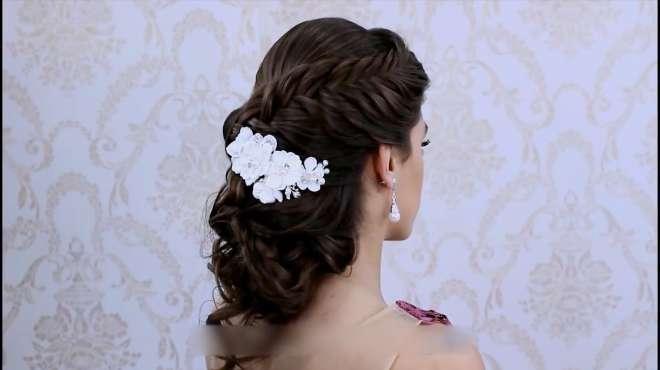 灵动的发丝搭配花朵饰品,优雅的新娘造型就完成了