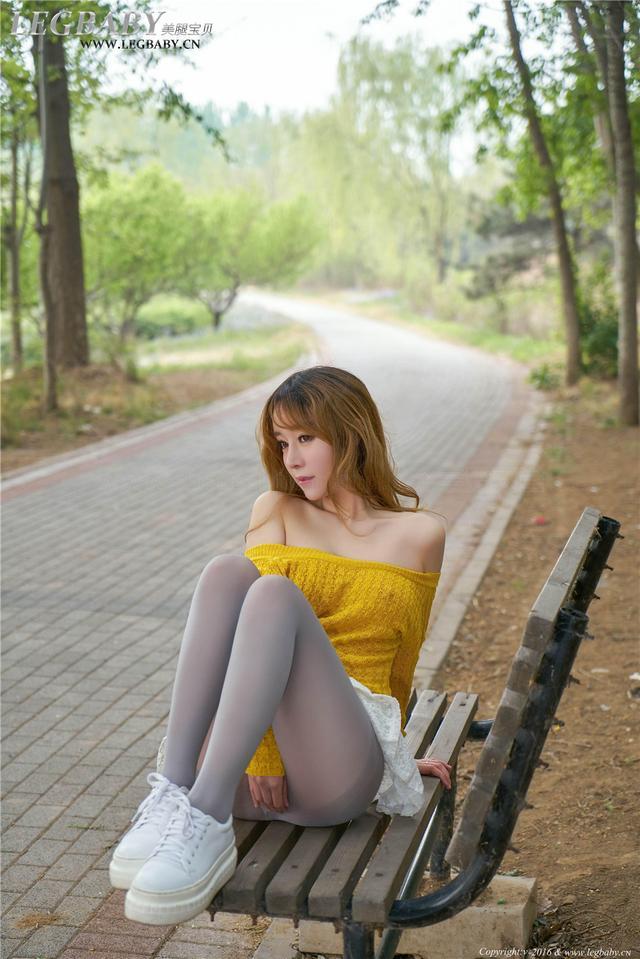 [美腿宝贝] 极品美乳mm王雨纯迷人灰丝户外人体摄影 NO.