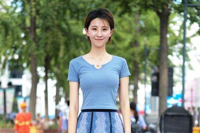 T恤+半身裙,清爽又美丽!4种穿法引领夏季魅力,第3种适合微胖女