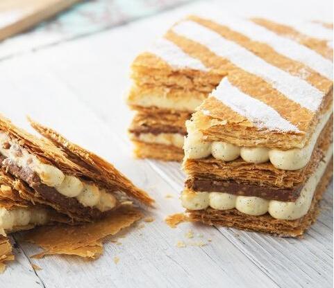 如何优雅地吃拿破仑蛋糕?好吃到,不想掉下一个碎片