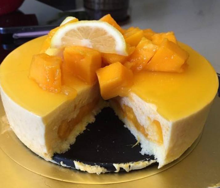 在家做芒果慕斯蛋糕,口感不比外面卖的差,吃起来还健康