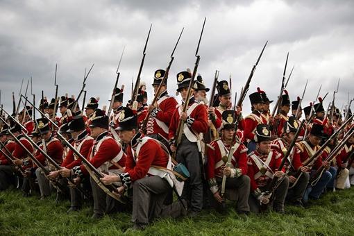 惠灵顿公爵击败拿破仑后为何坚持拒绝处拿破仑?