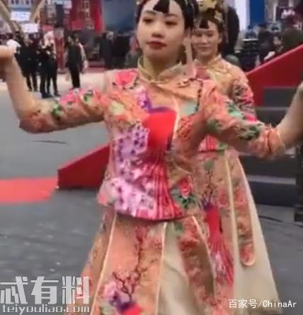 """抖音张辉映号称""""重庆暖锅一姐"""" 人物百科资料 ar娱乐_打造AR产业周边娱乐信息项目 第3张"""