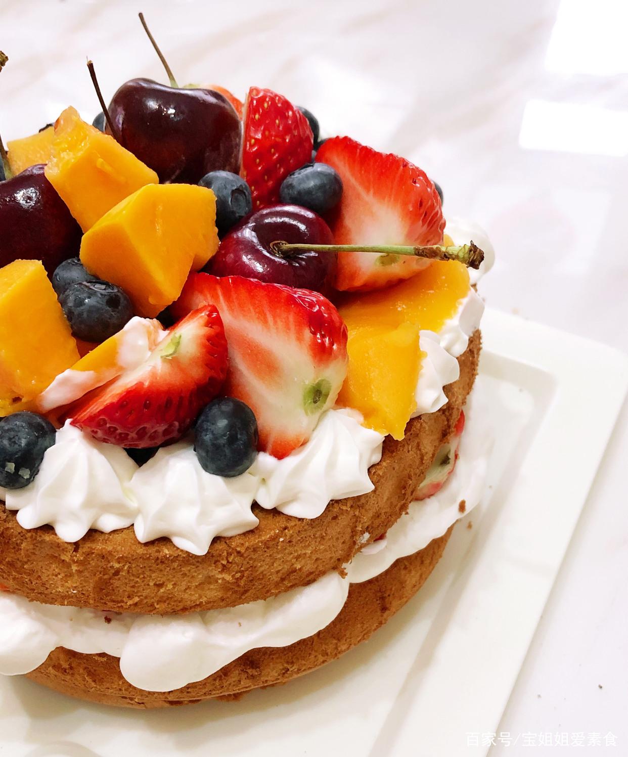 自己做的草莓水果生日蛋糕,含糖量低不易发胖,下午茶必备喔