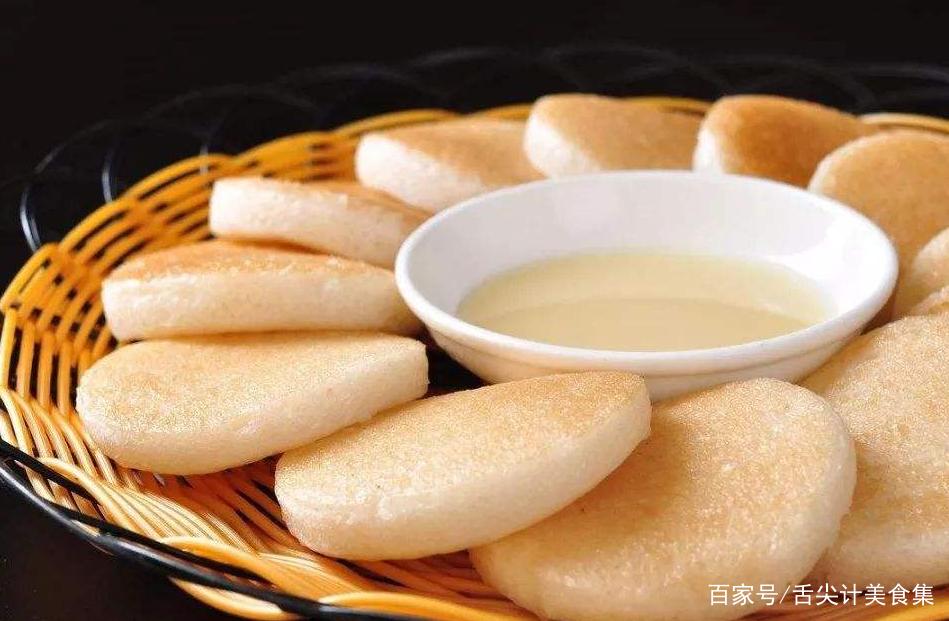 用大米制作成的糕点,酒香四溢,深受人们的欢迎