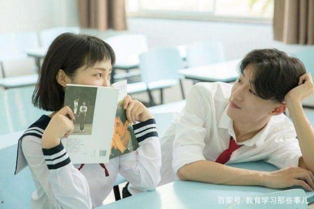 """小学生想和喜欢的女生坐一起,向班主任写""""申请书"""",内容无法拒绝"""