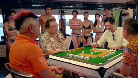 澳门风云:美女打麻将输惨了,赌神上场代打,一出手吓懵众人!