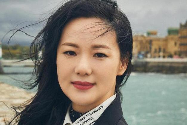 """她是""""丽云""""咏梅,后嫁大2岁知名歌手,今成""""双料影后""""惹人羡"""