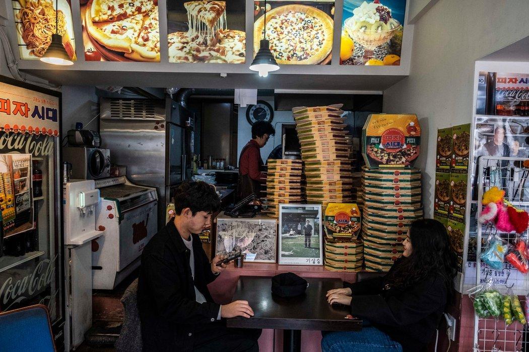 """""""天空披萨""""餐厅,它的披萨盒出现在《寄生虫》电影里。"""