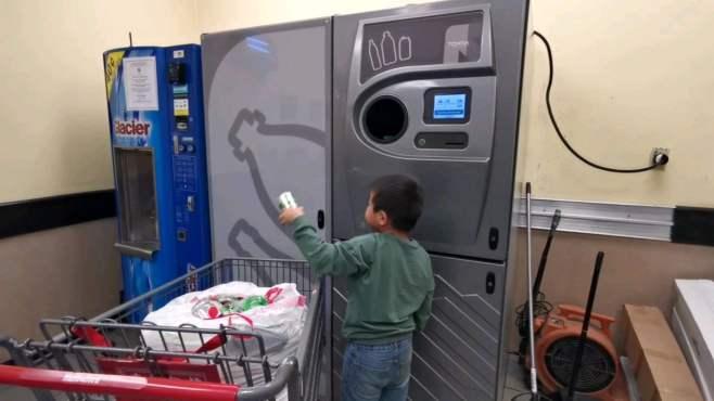 大头儿子vlog 从小懂得回收与环保