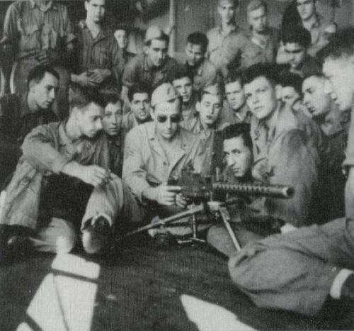 """二战中的美国,到底制造了多少武器,让它敢满世界""""送""""?-"""