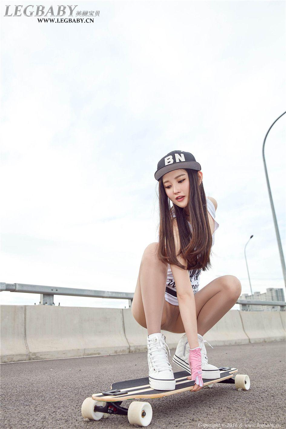 [美腿宝贝] 国内滑板美女潇潇性感亮丝美腿街拍套图 NO.0